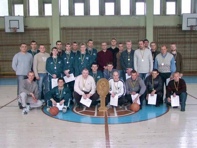 Nuotr. iš urėdijos albumo Šiemet dėl Panevėžio miškų urėdijos įsteigtos taurės varžėsi penkios miškininkų krepšinio komandos.